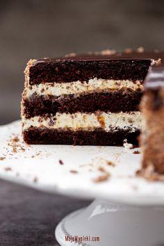 Chocolate cake - coffee with plum jam Plum Jam, Chocolate Cake, Tiramisu, Food And Drink, Birthday Cake, Sweets, Ethnic Recipes, Passion, Food