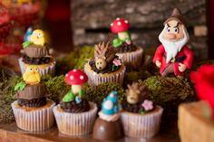Floresta da Branca de Neve em cupcakes decorados - Clara - 04 anos