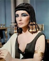 Cleopatra Reina Del Antiguo Egipto. Su maquillaje era elaborado a base productos naturales con antibacterial!!
