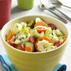 Marinated Fresh Vegetable Salad Recipe -This crisp, colorful salad is full of goodness from the garden. The light marinade lets the fresh… Fresh Vegetable Salad Recipes, Fresh Vegetables, Veggies, Potluck Side Dishes, Vegetable Dishes, Vegetable Pasta, Cooking Tips, Cooking Recipes, Healthy Recipes