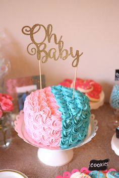 Gender Reveal Party cake - Pink and blue Halloween Gender Reveal, Gender Reveal Party Games, Gender Reveal Themes, Gender Reveal Party Decorations, Gender Party, Reveal Parties, Simple Gender Reveal, Pregnancy Gender Reveal, Baby Shower Gender Reveal
