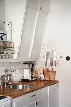 Natural Home Decor Super kitchen decor small space interiors ideas Luxury Home Decor, Fall Home Decor, Home Decor Kitchen, Home Kitchens, Kitchen Ideas, Home Interior, Interior Design Kitchen, Kitchen Designs, Cheap Dorm Decor
