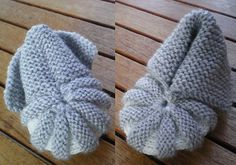 """Tricot Layette : Chaussons Citrouille ou Hollandais ~~ Explications gratuites en français ~~ (The baby booties I knew as """"Danish"""" or welted toe booties). Free pattern in French."""