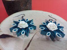 Filigraan prachtige Oorhangers - bloemen Prachtig model Quilling oorbellen. Ongelooflijk geschenk dat zou u elke dame. Dit accessoire zal om het even welk van uw outfit frissen.  De oorbellen zijn gemaakt van papier Quilling technologie en zijn gelakt met kleurloze nagellak. Matig nat zonder schade kan zijn.  Kleur: Zwart, wit  Afmetingen: 33 mm. x 33 mm x 6 mm.  Bezoek mijn winkel op: https://www.etsy.com/shop/ivonabg?ref=hdr_shop_menu   We doen: Papier filigraan, papier filigraan…