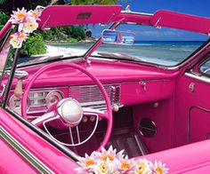 Hot pink convertible with daisies? This is way too cute and we are loving this! We wish this could be our Packed Party car!
