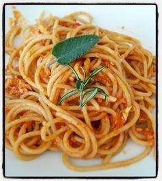Grembiule Rosso: Spaghetti semintegrali al ragù di pesce  povero--