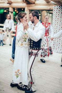 Polish Wedding, Bridesmaid Dresses, Wedding Dresses, Traditional Outfits, Poland, Folk, Wedding Inspiration, Costumes, Table Decorations