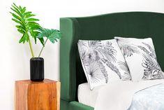 Pat tapitat Windsor Emerald Green/Natural #homedecor #inspiration #bedroom #beds #green Emerald Green, Tapestry, Vase, Bedroom, Windsor, Modern, Home Decor, Hanging Tapestry, Tapestries