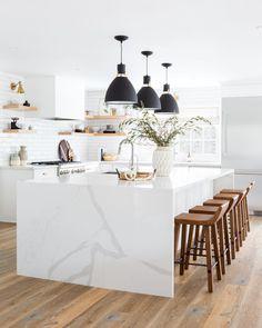 Home Interior Ideas white marble kitchen Interior Ideas white marble kitchen White Marble Kitchen, All White Kitchen, Kitchen Modern, Minimal Kitchen, Eclectic Kitchen, Modern White Kitchens, White Kichen, White Kitchen Island, Big Kitchen Islands