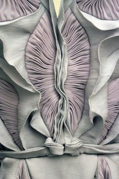 Yiqing Yin Couture F/W / fabric manipulation Textile Texture, Textile Fabrics, Textile Art, Couture Details, Fashion Details, Textures Patterns, Fabric Textures, Textile Manipulation, Fabric Manipulation Techniques