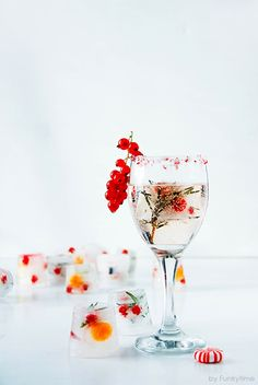 festive cocktail with fun winter ice cubes, Festive Drinks & Cocktails, christmas Noel Christmas, Christmas Treats, All Things Christmas, Christmas Candy, Holiday Parties, Holiday Fun, Favorite Holiday, Christmas Entertaining, Winter Holiday