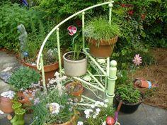 escalera pequeñita en el jardín moderno