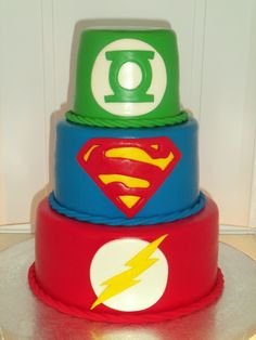 Fans of the Justice League unite: here are 17 awesome Justice League party ideas perfect for your next superhero inspired celebration! Check out ideas for Justice League s'mores, centerpieces, Oreo cookie pops and a variety Superhero Cake, Superhero Birthday Party, Green Lantern Cake, Flash Cake, Justice League Party, 10th Birthday Parties, 5th Birthday, Birthday Cakes, Hulk Birthday