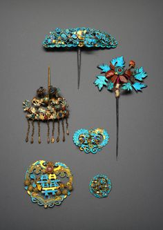 SIX CHINESE GILT METAL AND KINGFISHER FEATHER HAIR ORNAMENTS, QING DYNASTY Variously formed in gi