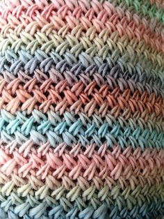 Basketweave Stitch. An easy two row repeat.  Plus free pattern using this stitch pattern.  Snowdrift Infinity Cowl by Kalurah ♡ Teresa Restegui http://www.pinterest.com/teretegui/ ♡