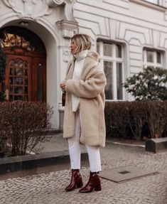 Herbst-Winter-Outfits Be Bad . , Inspirationsideen Herbst-Winter-Outfits Be Bad . Edgy Style, Mode Style, Winter Looks, Fall Winter Outfits, Autumn Winter Fashion, Autumn Fall, White Jeans Winter Outfit, Dress Winter, Summer Fall