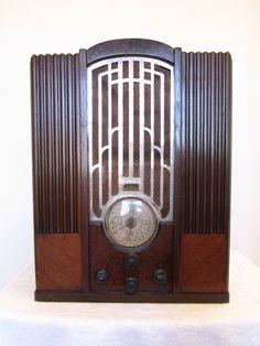 Skyscraper Tombstone by Zenith (American), wood with chrome radio, ca. Art Deco Stil, Art Deco Era, Art Nouveau, Poste Radio, Art Deco Bedroom, Retro Radios, Old Time Radio, Phonograph, Art Deco Furniture