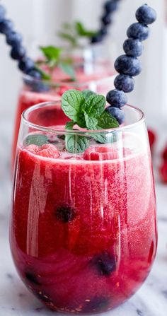 Raspberry-Rhubarb Bellini Smoothie with Blueberries