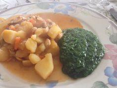 Batatas Guisadas Com Míscaros e Esparregado de Nabiças