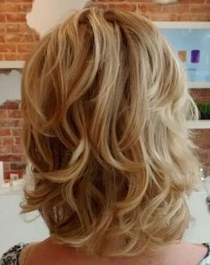 hair cuts shoulder length with layers, medium blonde layered hairstyle Mid Length Curly Hairstyles, Layered Bob Hairstyles, Curly Haircuts, Medium Layered Haircuts, Trendy Haircuts, Haircuts For Over 50, Longer Bob Hairstyles, Medium Blonde Hairstyles, Long Shag Hairstyles