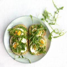 » Speltbrood met avocado, ei en rucola