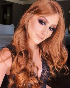 Cabello hair, strawberry blonde hair и red hair color. Redhead Makeup, Hair Makeup, Makeup Shop, Everyday Hairstyles, Down Hairstyles, Prom Hair Updo Elegant, Red Hair Doll, Prom Hair Down, Cabello Hair