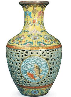 """Vase made for an Emperor of China's Qing dynasty. The was recently discovered in England sold at auction for $63mil..The chinese """"buyer"""" walked away without paying."""