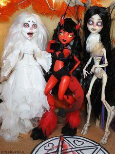 Banshee, Demon, and Wendigo dolls. Custom Monster High Dolls, Monster High Repaint, Custom Dolls, Ooak Dolls, Art Dolls, Pokemon Dolls, Monster High Characters, Doll Painting, Demon Girl