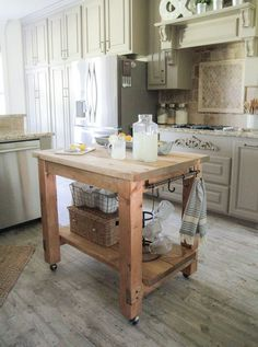 Ideas for small kitchen island bench ideas Diy Kitchen Island, Kitchen Island Bench, Kitchen Decor, Rustic Kitchen Island, Kitchen Design Diy, Kitchen Island Decor, Portable Kitchen, Diy Kitchen, Kitchen Island Plans
