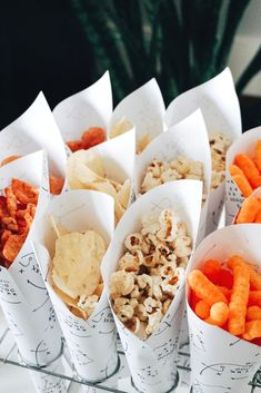 Skip the paper plates and communal snack bowls for your football party, instead use snack cones to serve your yummy snacks. Halloween Appetizers, Appetizers For Party, Tea Party Birthday, Birthday Snacks, Halloween Food For Adults, Individual Appetizers, Snack Containers, Catering, Tailgate Food