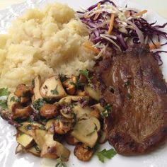 Venison, Parsnip mash, wild Mushrooms and Cabagge - Carrot salad  | Cook Eat and Smile