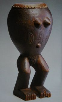 Drum (likuti) Makonde, Tanzania/Mozambique, late 19th or early 20th century, wood, leather, hair, copper nails, 63 × 30 × 30 cm