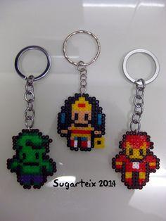 Llaveros de super héroes en hama mini.  Si te gustan puedes adquirirlos en nuestra tienda on-line: http://www.sugarshop.eu