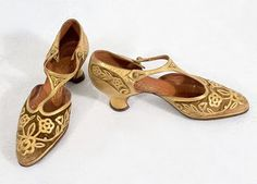 Vintage ornate gold and mesh t-strap dance shoes Vintage Outfits, 1920s Outfits, Vintage Shoes, Vintage Fashion, Vintage Couture, Vintage Bags, Vintage Accessories, Timeless Fashion, 1920s Womens Shoes