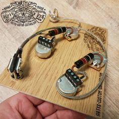 Solderless Gibson / Wiring Harness with Bumble Bee Caps Custom Bass Guitar, Guitar Shop, Custom Guitars, Guitar Art, Fender Custom Shop, Pink Floyd, Bass Guitar Straps, Gibson Es 335, Kit