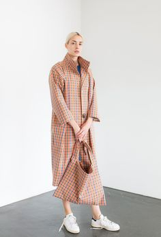 Samuji Pre-Fall 2018 collection, runway looks, beauty, models, and reviews.
