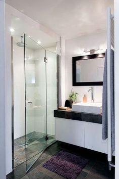 Petit appartement, petite salle de bains... beacoup d'élégance - Appartement : 20 belles salles de bains - CôtéMaison.fr