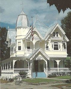 it's a near-perfect match to my dream-home, but it's in Florida, and a major stipulation is that it HAS to be in a region that snows. -cj Postcard dated The Donnelly Housen Mount Dora, Florida; listed on the National Register of Historic Places Victorian Architecture, Beautiful Architecture, Beautiful Buildings, Beautiful Homes, House Architecture, Victorian Style Homes, Victorian Gothic, Victorian Houses, Victorian Decor