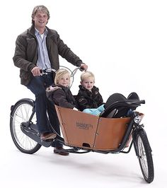 Babboe City is a cargo bike with 2 wheels. Its agility makes the City perfect for the city. This narrow cargo bike is also great for long distances. Bike Wagon, Velo Cargo, Wooden Containers, Baby Bike, Cargo Trailers, Tricycle, Baby Boy Shower, Baby Strollers, Cool Stuff