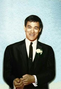 Cheery Brucie decked out for a wedding. Bruce Lee Training, Bruce Lee Kung Fu, Bruce Lee Family, Bruce Lee Photos, Jeet Kune Do, The Big Boss, Green Hornet, Brandon Lee, Enter The Dragon