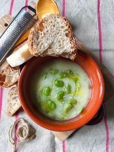 Ricetta di primavera: gustosa minestra di fave fresche, semolino e pancetta  #minestra #primavera #ricetta Pancetta, Hummus, Ethnic Recipes, Food, Spring, Meals