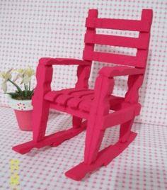 Meubeltjes van wasknijpers en ijslollystokjes voor pop of poppenhuis | diy knutselen knutsels-meubelen | | Wat knutsel ik van wasknijpers?