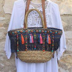 tassles fringe n beads Tshirt Garn, Hippie Shoes, Diy Tote Bag, Boho Bags, Basket Bag, Summer Bags, Knitted Bags, Mode Style, Diy Clothes