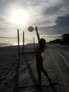 Super cute photo 🏐🤩this is my life Volleyball Outfits, Volleyball Shirts, Volleyball Drills, Volleyball Quotes, Volleyball Pictures, Volleyball Players, Volleyball Setter, Softball Pics, Cheer Pictures