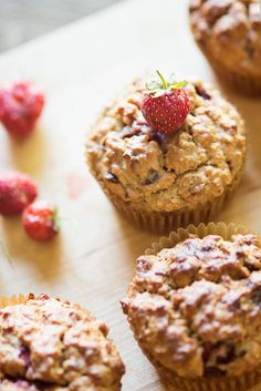 Lekkere aardbeienmuffins op basis van Griekse yoghurt. Zonder suiker en boter, maar met dadels en kokosolie! Lekker vullend als tussendoortje, of ook gewoon goed als ontbijt. Lees meer via http://www.welke.nl/member/Phood/photo#TGQtCKXKRORqyjC6.99