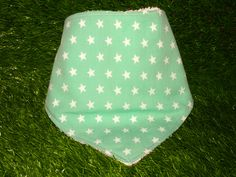 "Bandana ""Estrellas blancas fondo verde"""
