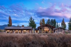 Set on a plot of open prairie land near Jackson, Wyoming, the Safir House makes the most of its location by orienting the home's myriad windows to maximize views of the Grand Tetons. The view can be seen through the...