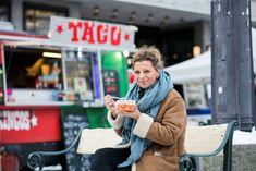 Lise Finckenhagen har dilla på gatemat og har skrevet en av årets beste kokebøker. Her deler hun oppskiften på to friske salater.