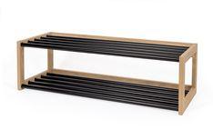 Slope skoskap med 2 hyller i stålrør svart og massiv eik. Kvalitetsmøbler levert på døren til hele Norge.