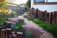 Applying sleepers vertical and at different sizes dramatically improves the effect in a natural bush style garden. Well positioned large rocks adds the next level of charm. Critic by John Dodd. Australian Garden Design, Australian Native Garden, Water Garden, Lawn And Garden, Home And Garden, Garden Edging, Garden Path, Garden Bed, Landscaping With Rocks